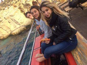 Les filles sur le bateau